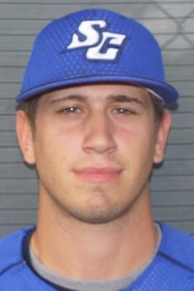 Norwalk pitcher Rocco Cundari signed a free agent contract Thursday with the Atlanta Braves.